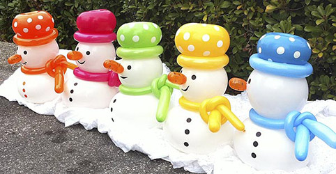 These miniature snowball balloon snowmen with their multicolored hats are a cheerful centerpiece greeting on guest tables.
