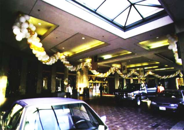 This one hundred foot long packed-style garland of gold and pearl white balloons served as the grand entrance decoration at the Fairmont Hotel San Jose at New Years' Eve