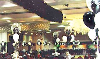 Black & gold colored net style balloon drop