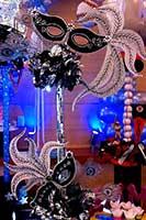 Table centerpiece of carnival / casino style decorative masks